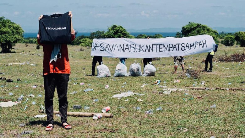 Sampah di Savana Tambora (Selly Zaenab/Istimewa)