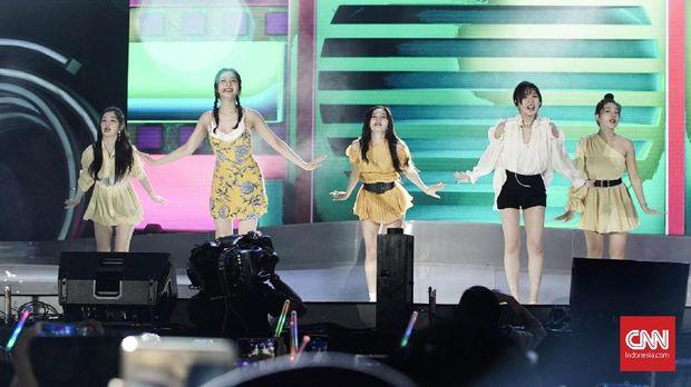 Aksi Red Velvet saat tampil Mei lalu di Lapangan Trans City, Tangerang Selatan.