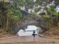 Pantai Karang Bolong.