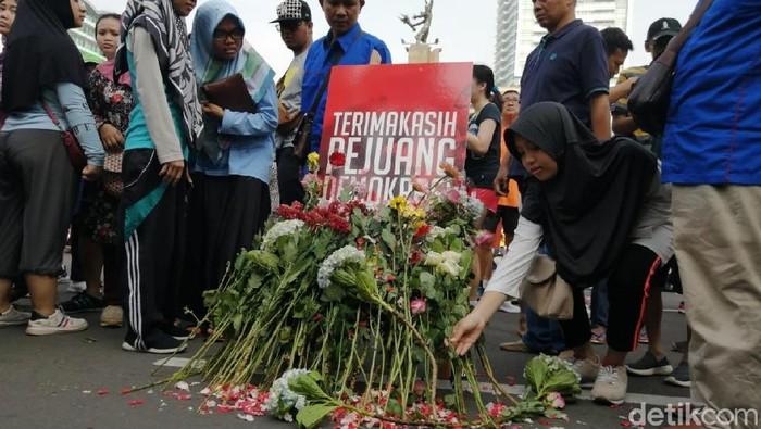 TKN Milenial gelar aksi solidaritas untuk petugas KPPS yang meninggal dunia. (Zakia Liland/detkcom)