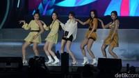 Mereka tampil energik di atas panggung. Foto: (Agung Pambudhy/detikcom)