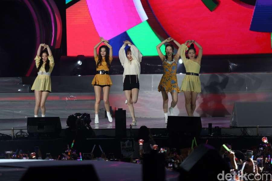 3411006223a Lovely! Red Velvet Tampil Energik di Jakarta