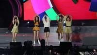 Kelima member membawakan lagu-lagu hitsnya seperti Red Flavour. Foto: (Agung Pambudhy/detikcom)
