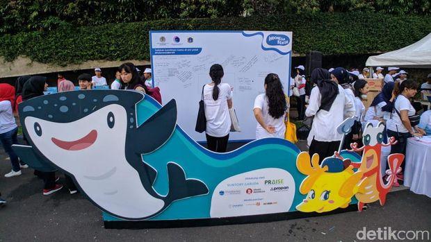 Luhut Launching 'Gerakan Indonesia Bersih', Bicara Pencemaran Laut