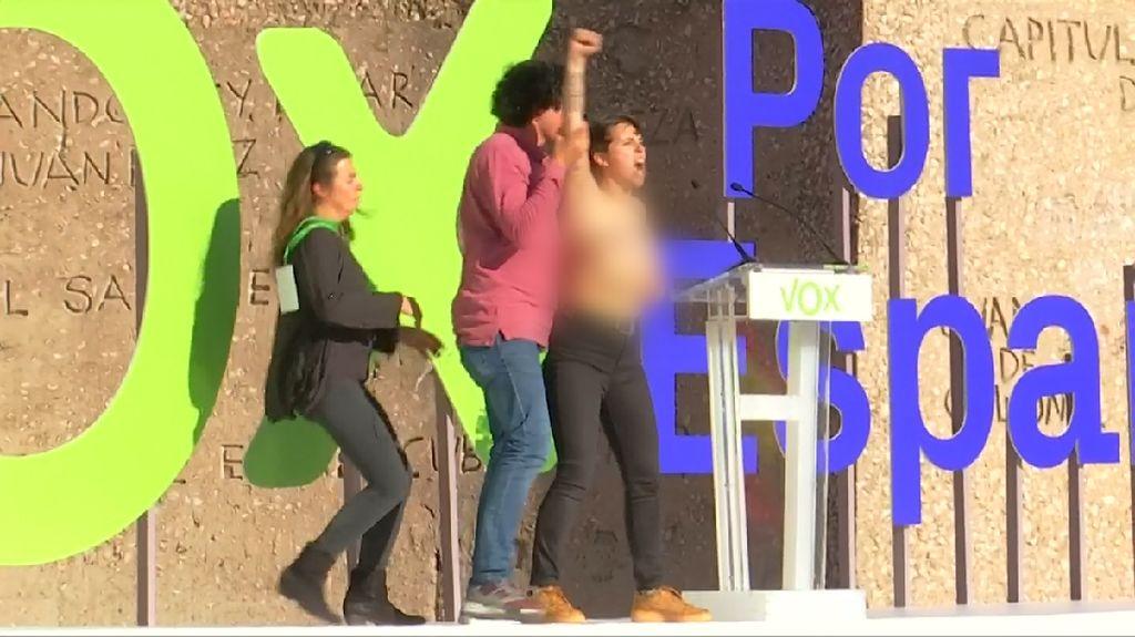 Heboh Aktivis Perempuan Spanyol Topless di Kampanye Partai