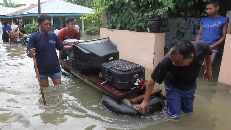 Korban Banjir Bengkulu Butuh Bantuan Air Bersih