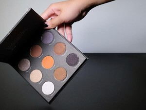7 Eyeshadow Terjangkau dari Brand Lokal untuk Kamu yang Baru Belajar Makeup