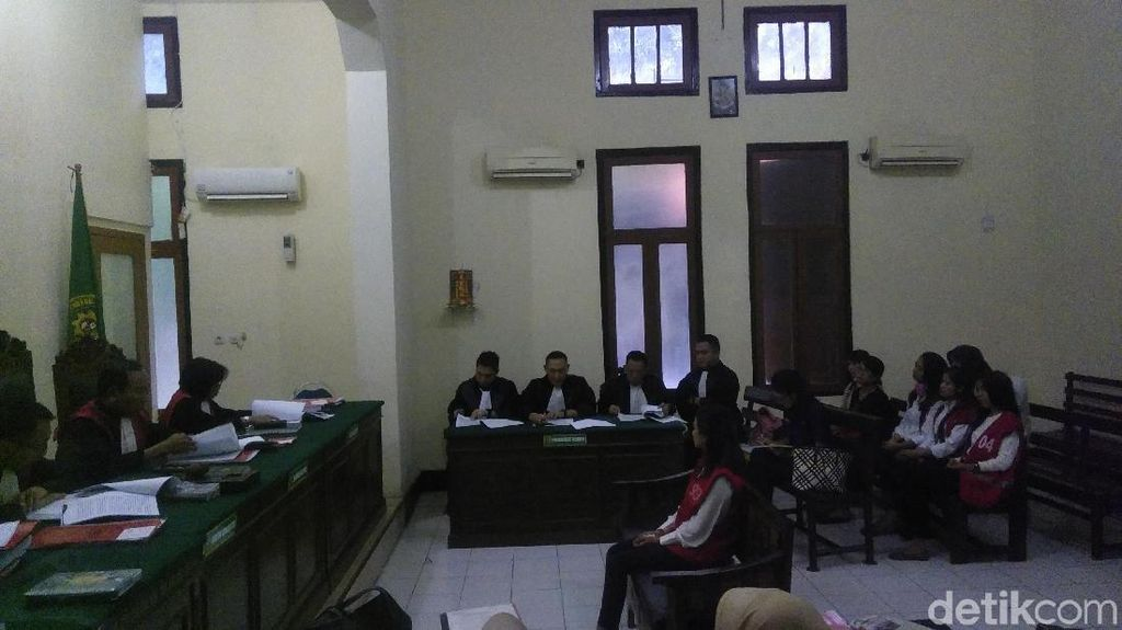 Hakim Perintahkan Jaksa Jemput Paksa Rian Subroto