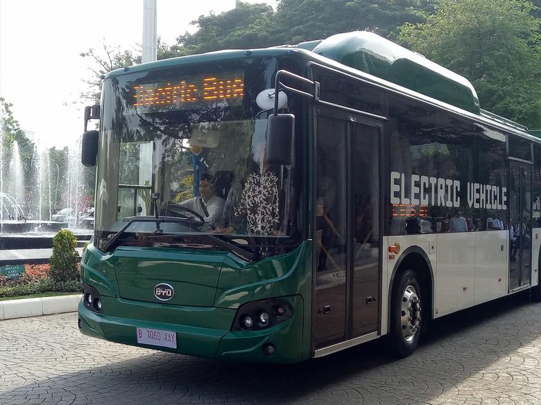 Foto: Bus Transjakarta listrik merek BYD, buatan China. (Fida Ul Haq/detikcom)