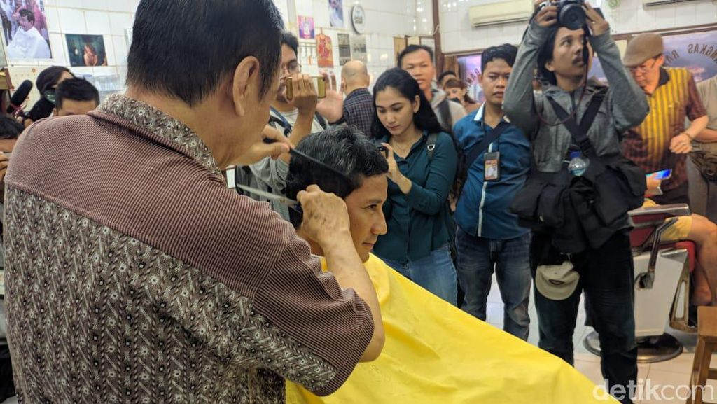 Potong Rambut di Glodok, Sandiaga Bercanda Mirip Atta Halilintar