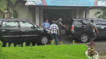 Geledah Kantor PT Adhi Karya di Makassar, KPK Bawa 2 Kardus Dokumen