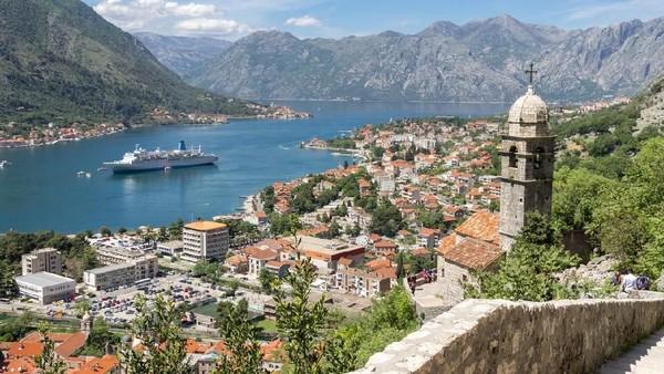 Asalkan, wisatawan tersebut berasal dari negara yang paling banyak punya 25 kasus Corona aktif per 100 ribu orang. Jika tidak, sebaiknya jangan dulu liburan ke Montenegro. (iStock)
