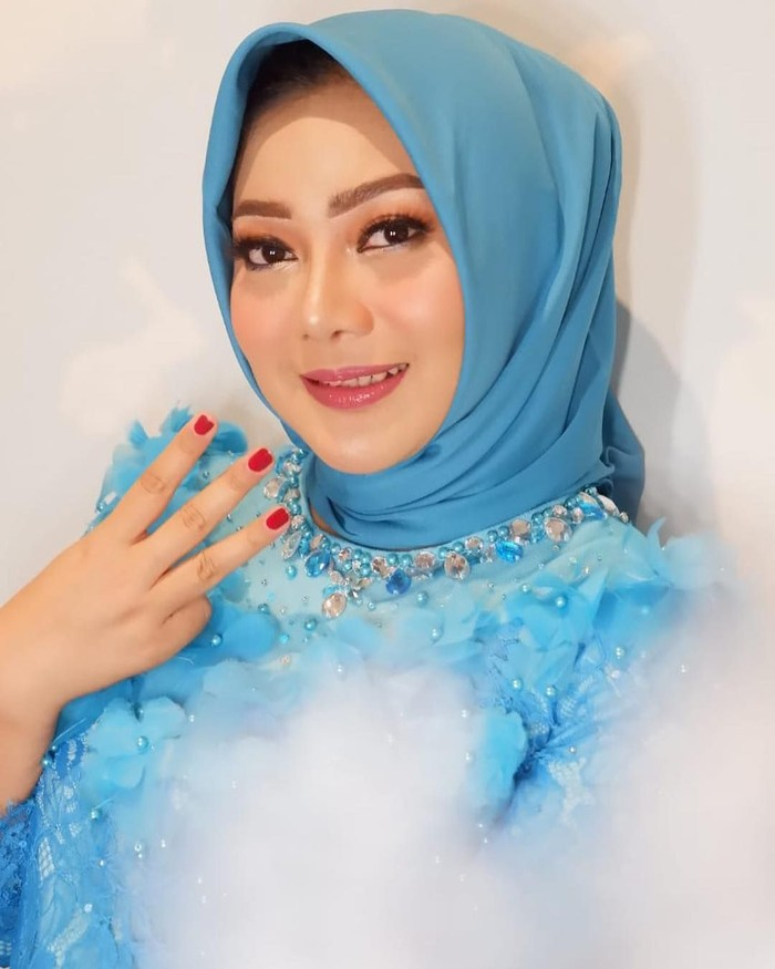 Wanita yang baru berusia 27 tahun ini mendapat suara lebih besar dibandingkan dua senior petahana, Mohamad Prakosa dan Dewi Aryani. Namanya digadang-gadangkan akan berhasil melaju ke Senayan. Foto: Instagram kusumaparamithawidya