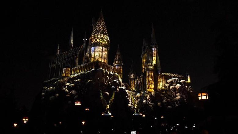 Kastil Hogwarts dikuasai Sihir Hitam (Amanda Edwards/Getty Images)