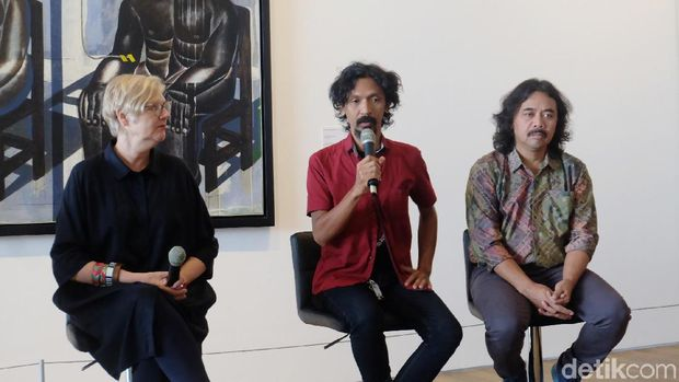 Cerita Tisna Sanjaya Boyong Karya Instalasi Era Reformasi ke Museum MACAN