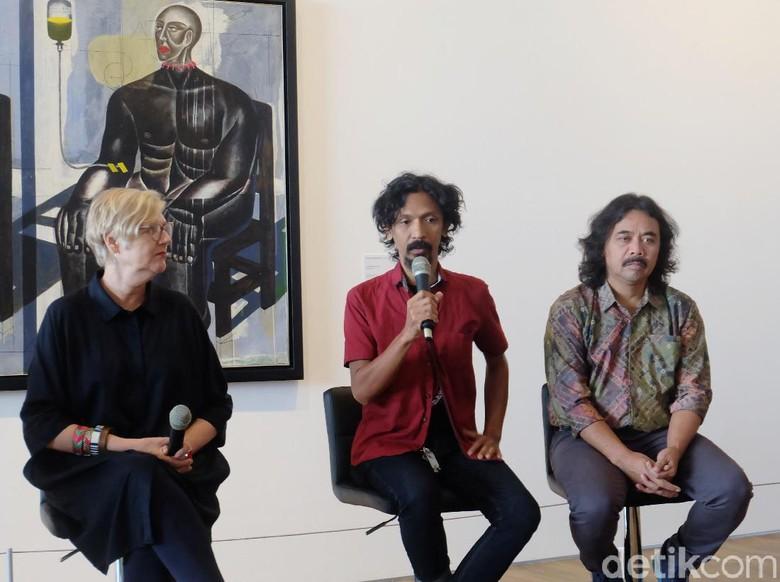 Foto: Seniman Dunia Dalam Berita (Tia Agnes)
