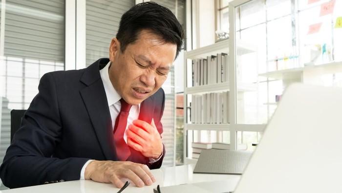 Ilustrasi penyakit jantung pada pekerja. Foto: shutterstock