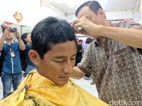 Sandiaga potong rambut di Ko Tang Glodok