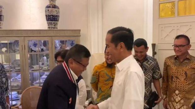 Saat Jokowi disapa 'siap Presiden' oleh elite TKN.