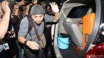 Penyidik KPK Bawa 2 Koper Usai Geledah Kantor Mendag