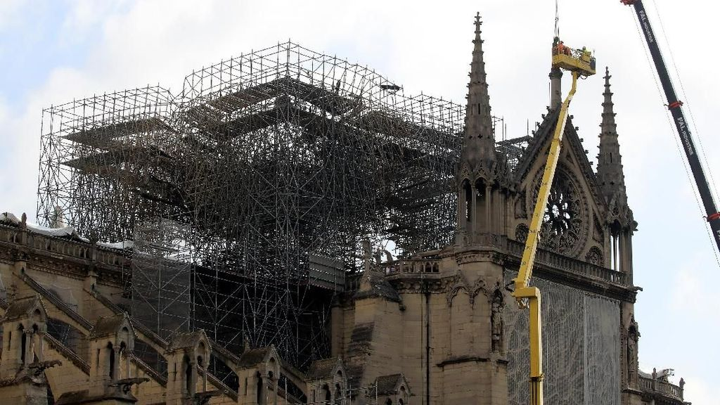 Pemerintah Paris Mulai Bersihkan Timbal di Kawasan Notre-Dame