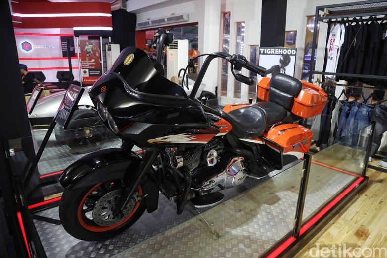 Harley Davidson Road Glide Screamin Eagle SBY. Foto: Pradita Utama
