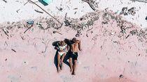 Turis Ini Perlihatkan Pantai Pink Komodo yang Banyak Sampah