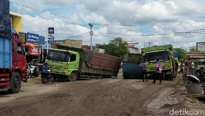 Jalan Lintas Sumatera Palembang Jambi Makin Rusak Warga Mengeluh