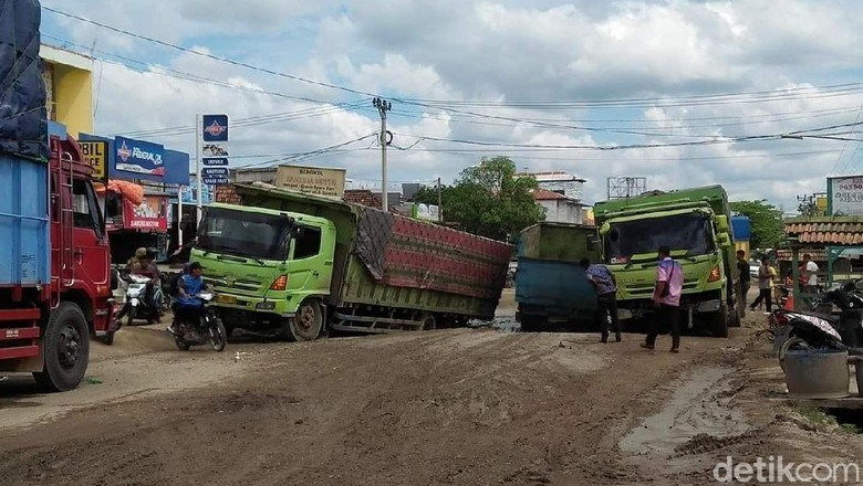 Jalan Lintas Sumatera Palembang-Jambi Makin Rusak, Warga Mengeluh