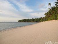 Pantai Aru (Faela Shafa/detikTravel)