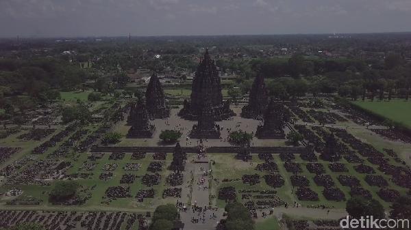 Candi Prambanan mulai dibangun sejak 850 M, atau di abad ke 9. Candi Prambanan dipersembahkan untuk Trimurti, yaitu Brahma, Wishnu dan Siwa. (Didik Dwi Haryanto/detikcom)