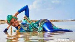 Halima Aden Jadi Hijabers Pertama di Sports Illustrated: Swimsuit