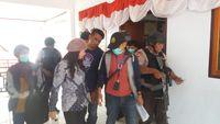 Bupati Talaud, Sri Wahyumi Manalip (baju batik) saat ditangkap KPK (dok Istimewa)
