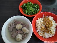 Bakso Akiaw 99 : Mantul! Enaknya Bakso Berlimpah Irisan Daging Sapi