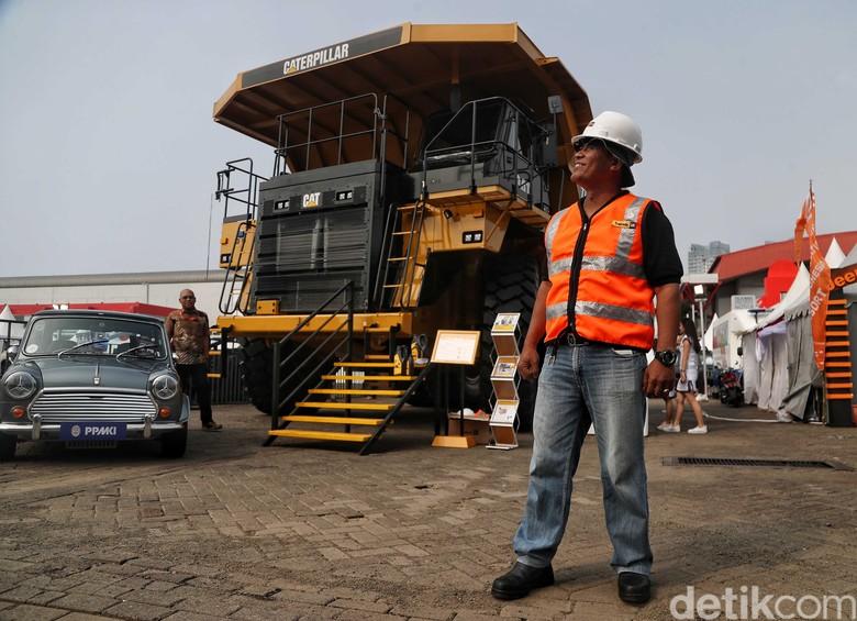 truk raksasa merek Caterpillar (CAT) 777e Foto: Pradita Utama