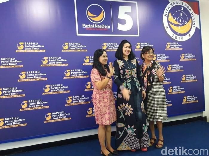 Venna Melinda (tengah)/Foto: Hilda Meilisa Rinanda
