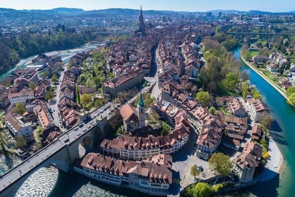 Sementara itu, kota-kota di Swiss tetap mahal dengan Jenewa menempati posisi nomor dua dalam daftar ini dan termahal di Eropa untuk pelancong bisnis. Di nomor sepuluh ada Bern dengan biaya harian USD 576 (iStock)