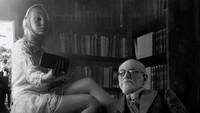 Atau menjadi asisten dari Sigmund Freud.Dok. Instagram/floraborsiofficial
