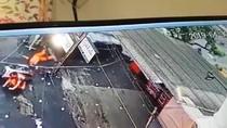 Sebuah Mobil Nyelonong Lalu Tabrak 2 Petugas PPSU di Radio Dalam