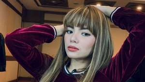 Inikah Pose Favorit Dinar Candy?