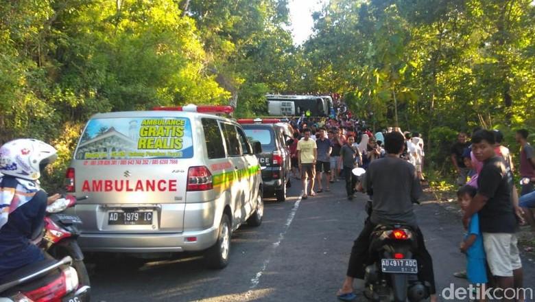 Bus Pariwisata Terguling di Gunungkidul, 1 Orang Tewas