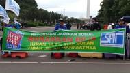 May Day di Patung Kuda, Massa Buruh Bentangkan Spanduk Bubarkan BPJS