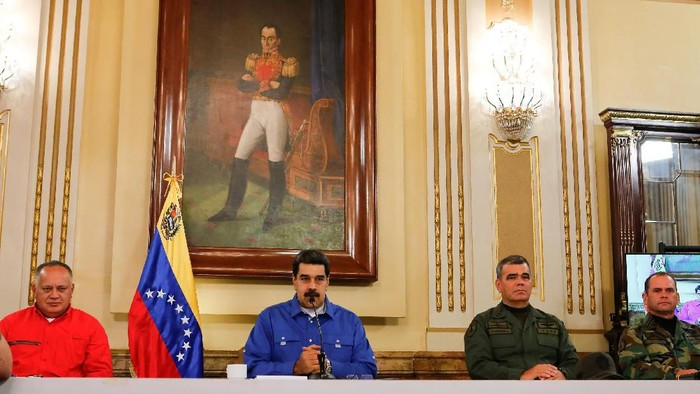 Venezuelas President Nicolas Maduro speaks next to Venezuelas National Constituent Assembly President Diosdado Cabello, Venezuelas Defense Minister Vladimir Padrino Lopez and Remigio Ceballos Strategic Operational Commander of the Bolivarian National Armed Forces, during a broadcast at Miraflores Palace in Caracas, Venezuela April 30, 2019. Miraflores Palace/Handout via REUTERS ATTENTION EDITORS - THIS PICTURE WAS PROVIDED BY A THIRD PARTY.