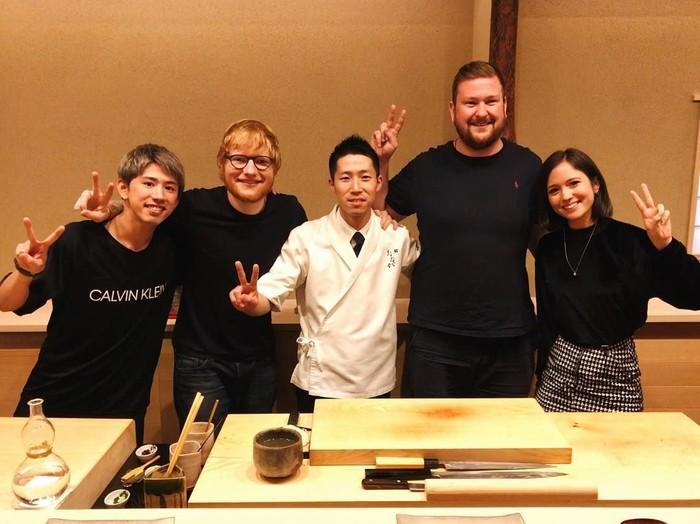 Takahiro Morita atau akrab disapa Taka merupakan vokalis dari grup band ini. Ia lahir di Tokyo pada 17 April 1988. Foto: Instagram 10969taka