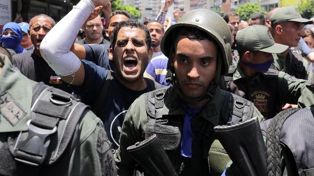 Sejumlah tentara Venezuela bergabung dalam upaya kudeta Maduro