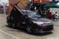 Yang Unik di IIMS 2019: Mobil Roda 8 dari Bandung