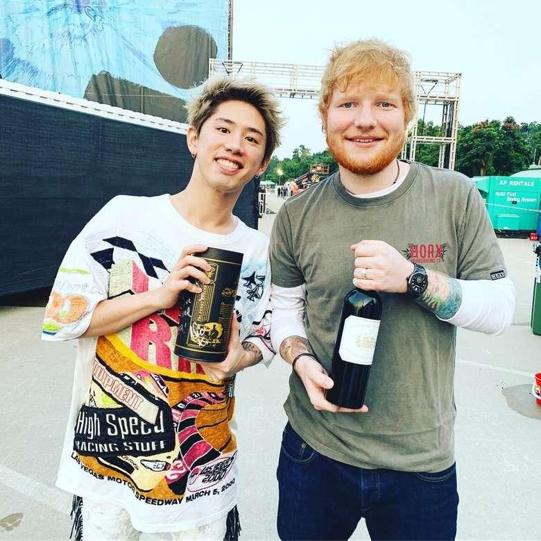 Siapa yang tidak mengenal band asal Jepang, ONE OK ROCK. Namanya sudah mendunia. Tak heran kalau Ed Sheeran menggandengnya sebagai band pembuka konser Divide World Tour 2019 di Asia. Foto: Instagram 10969taka