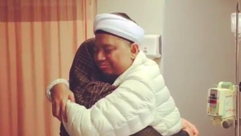 Kecupan Terakhir untuk Mendiang Ustaz Arifin Ilham