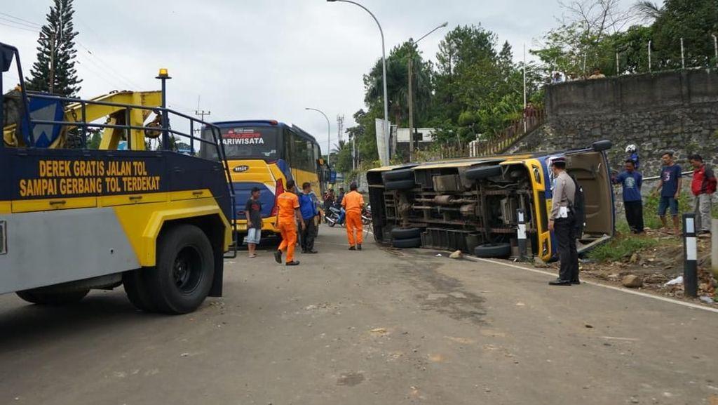 Bus Rombongan Siswa SD Terguling di Puncak karena Tak Kuat Nanjak