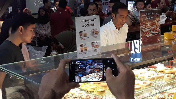 Jokowi main ke mal